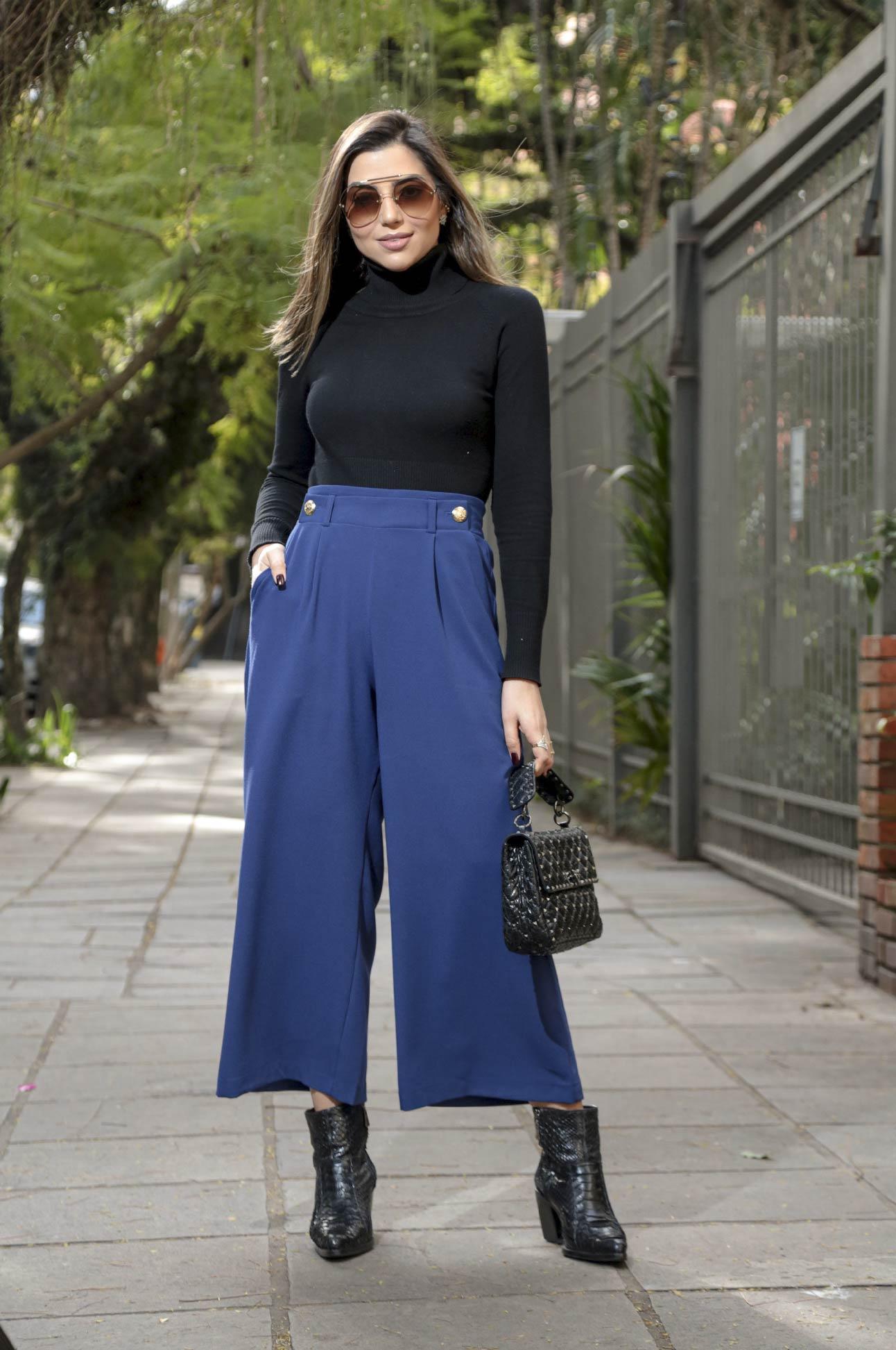 Calça Pantacourt com Botões Alfaiataria Feminino Azul Marinho