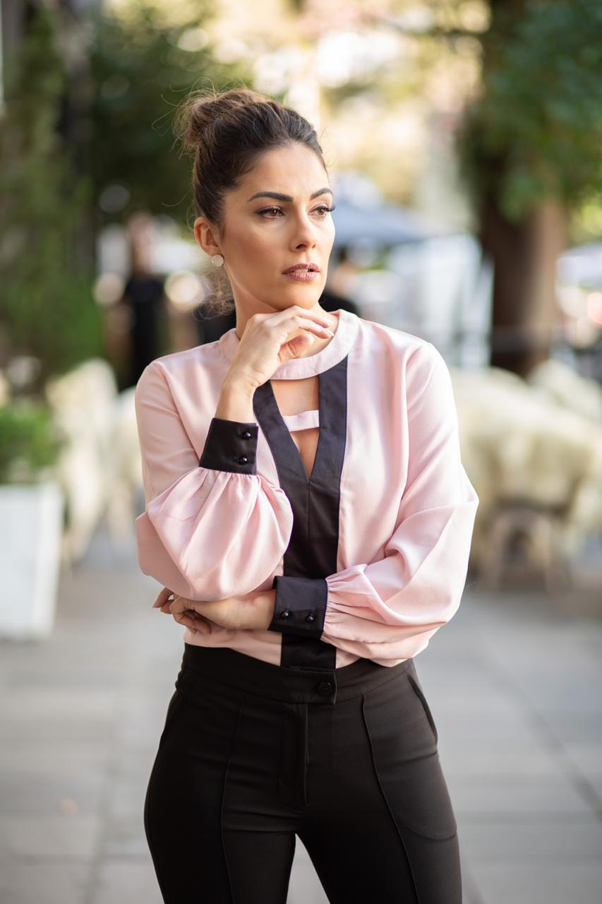 Camisa Gola Careca Crepe Preto/Rosa