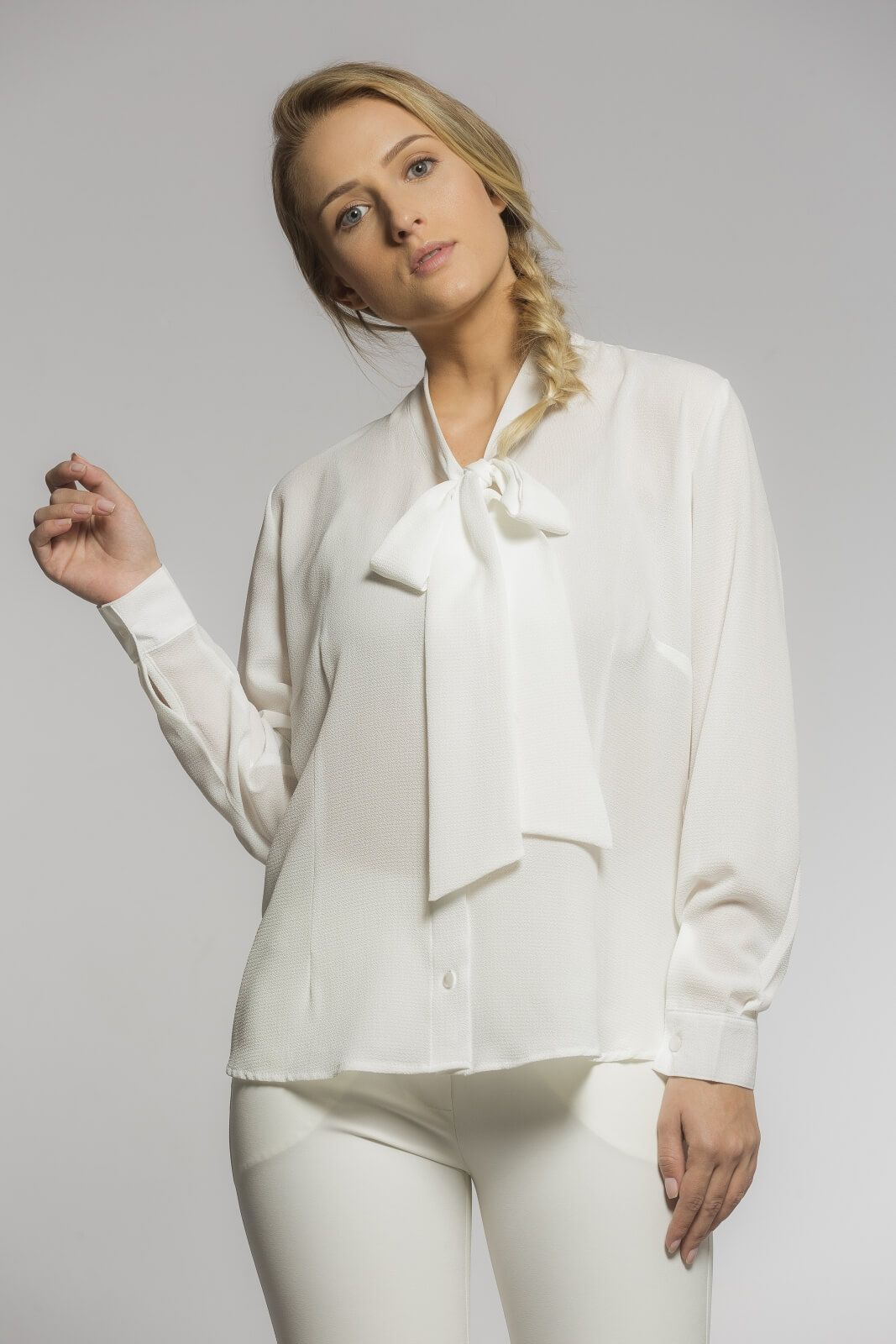 Camisa Feminina Gola Laço Crepe Off White