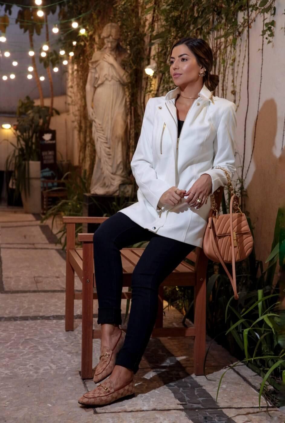 Casaco Feminino Alfaiataria 3/4 com Capuz em Crepe de Lã Off White