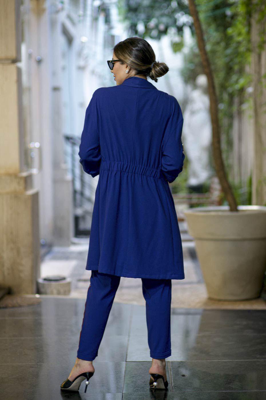 Trench Coat e Calça Jogger em Alfaiataria Feminina Azul Marinho