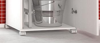 Armário Branco Com 1 Porta Alto C 4 Rodinhas Porta Vassouras