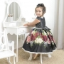Vestido infantil preto, rosas brancas vermelhas e bordado perolas