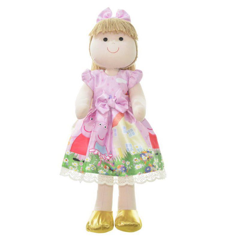 Boneca de Pano Pri com vestido no tema Peppa Pig no jardim