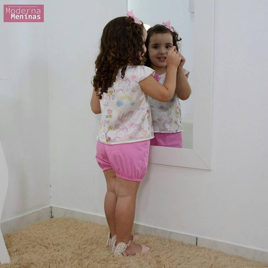 Conjunto infantil tema unicórnios blusinha e short rosa