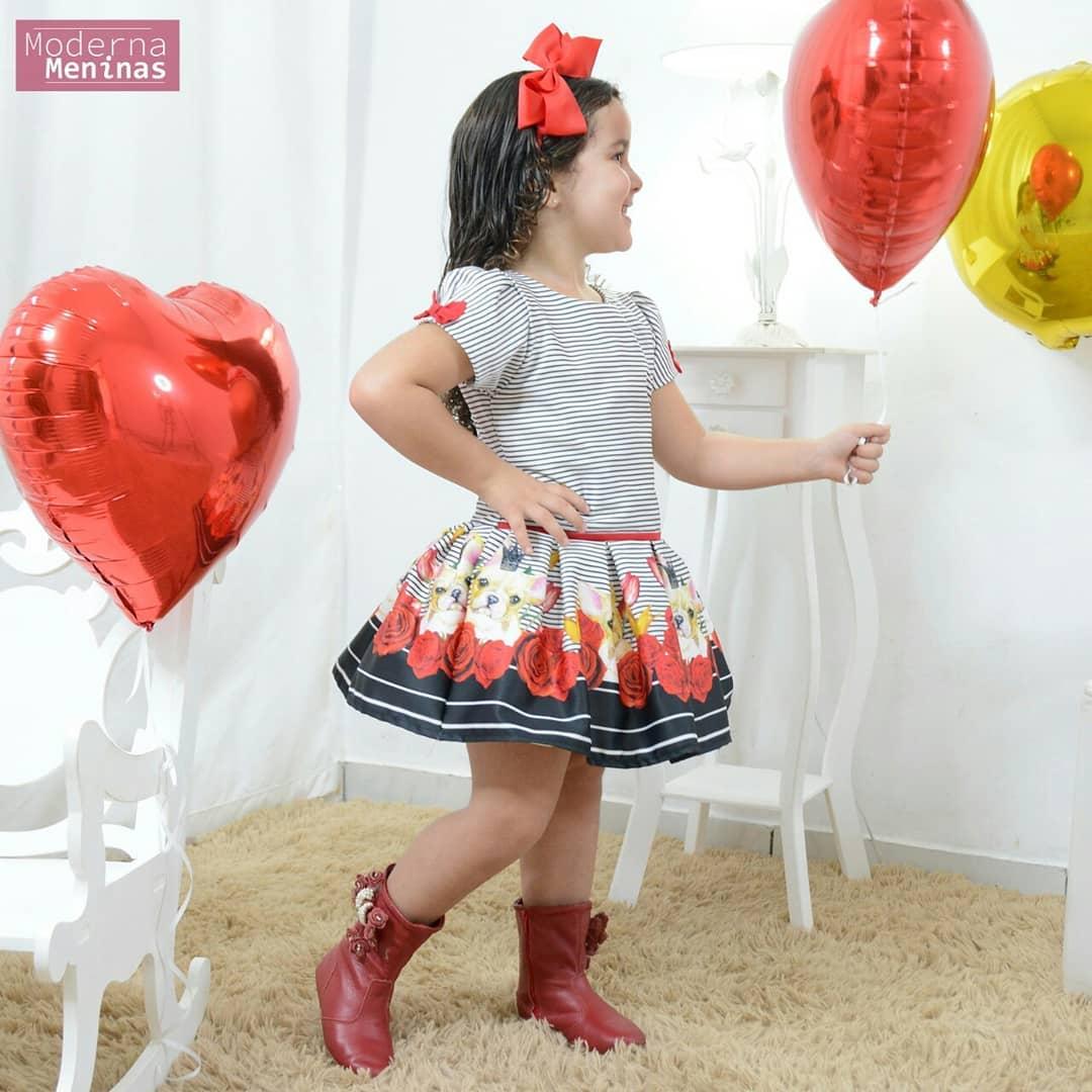 Vestido de festa infantil com rosas vermelhas e o Buldogue realeza