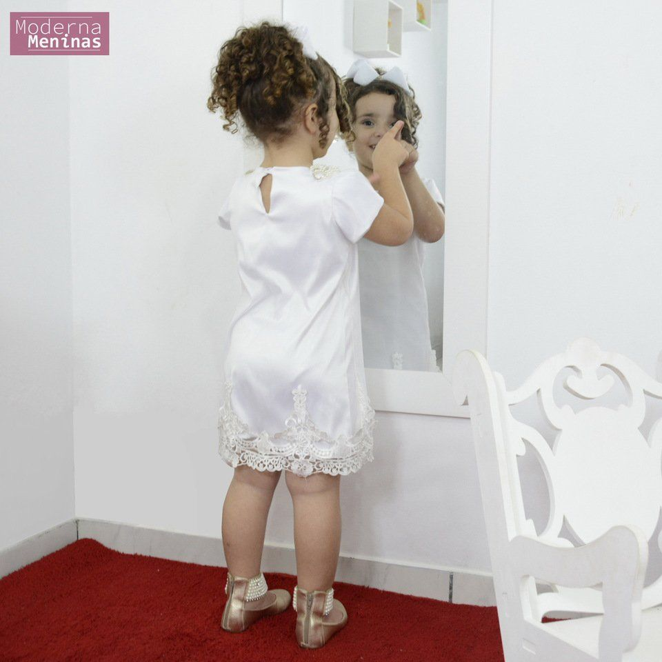 Vestido festa infantil branco com tule e perolas – tubinho trapézio