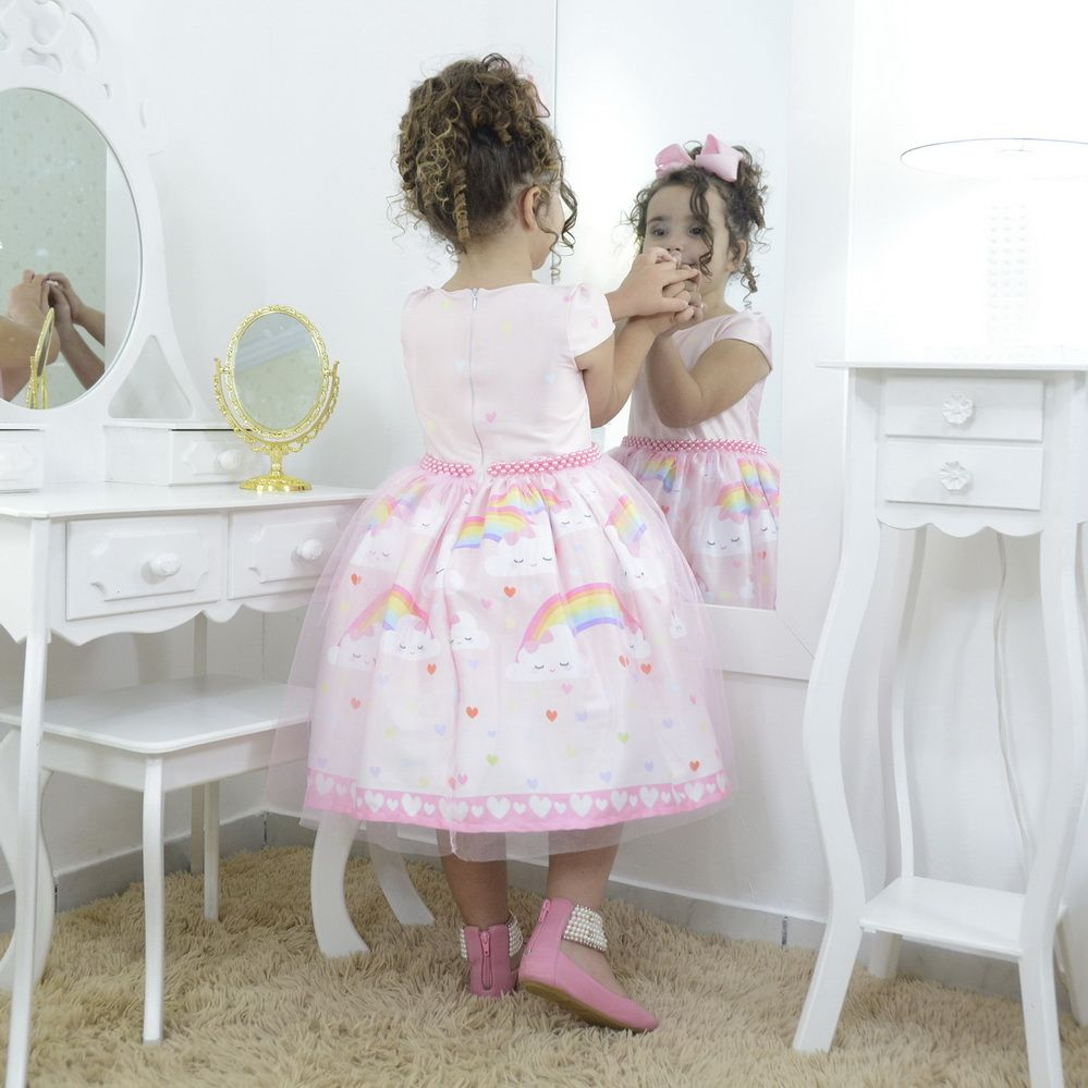 Vestido festa infantil chuva de amor e tule rosa sobre a saia