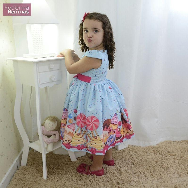 Vestido festa infantil estampa de cupcake. bolos e doces