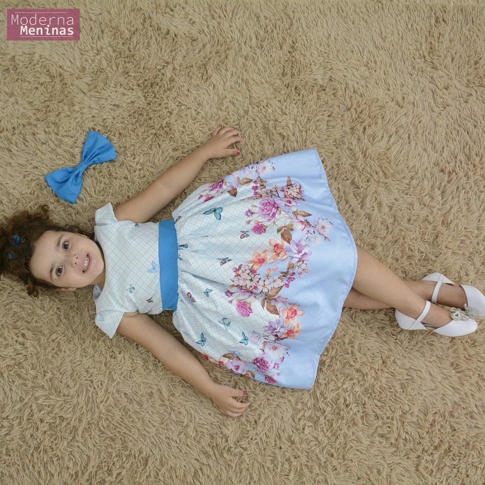 Vestido festa infantil floral com rosas e borboletas azuis