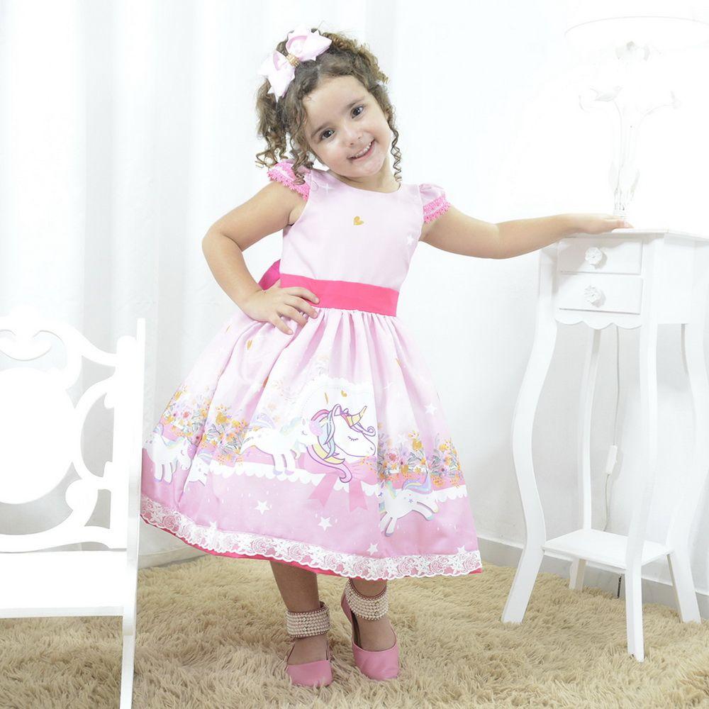 Vestido festa infantil rosa com unicórnios, flores e corações