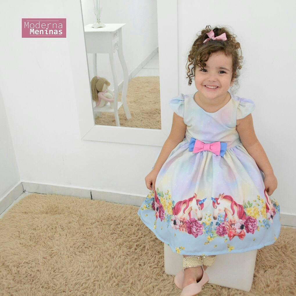 Vestido festa infantil tema unicórnios