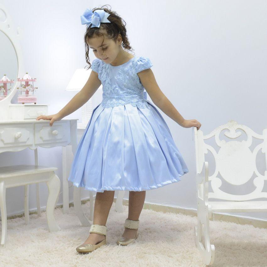 Vestido infantil azul celeste com tule francês e bordado floral