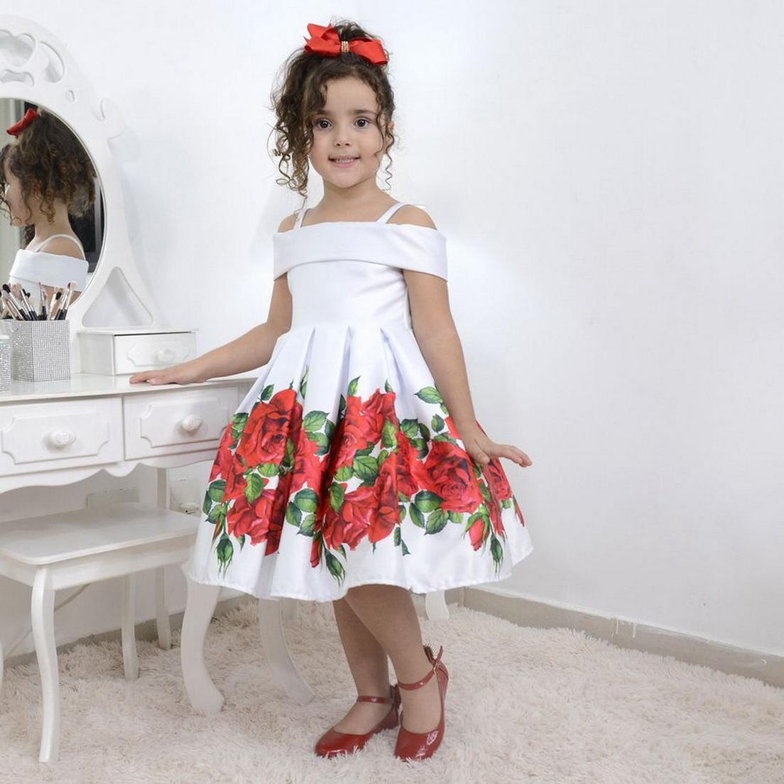Vestido infantil branco com rosas vermelhas