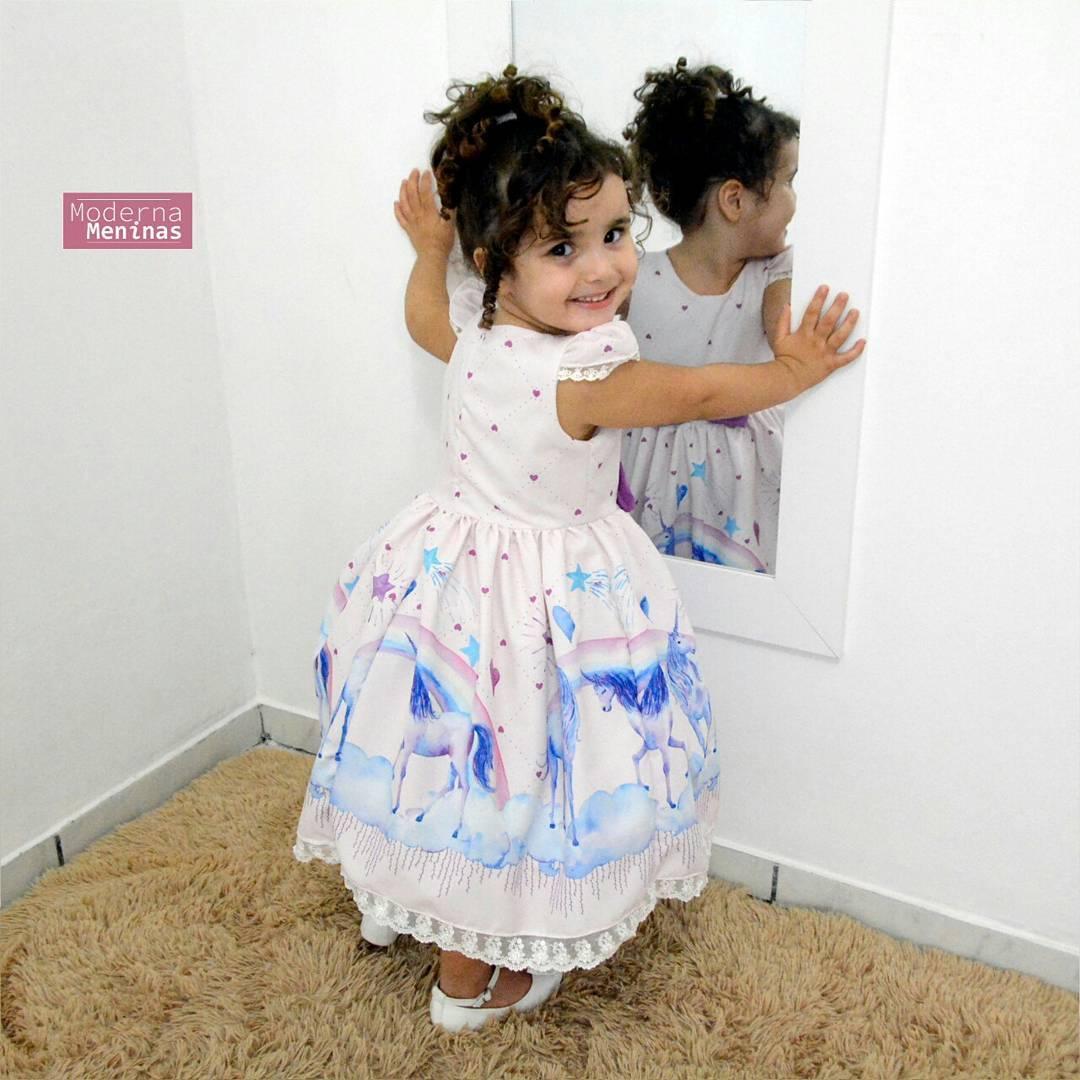 Vestido infantil festa de unicórnios roxo