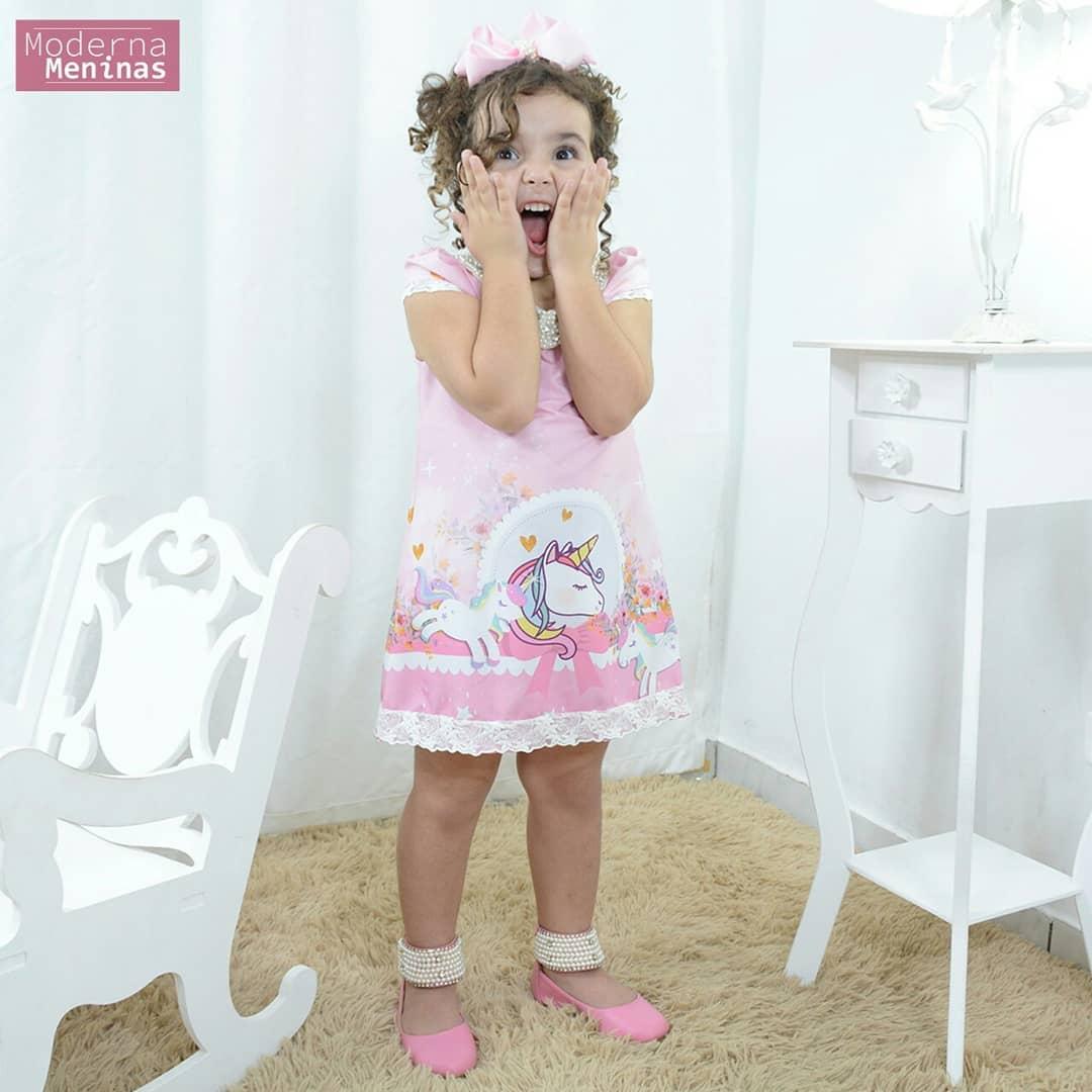 Vestido infantil unicórnio rosa com pérolas – tubinho trapézio luxo