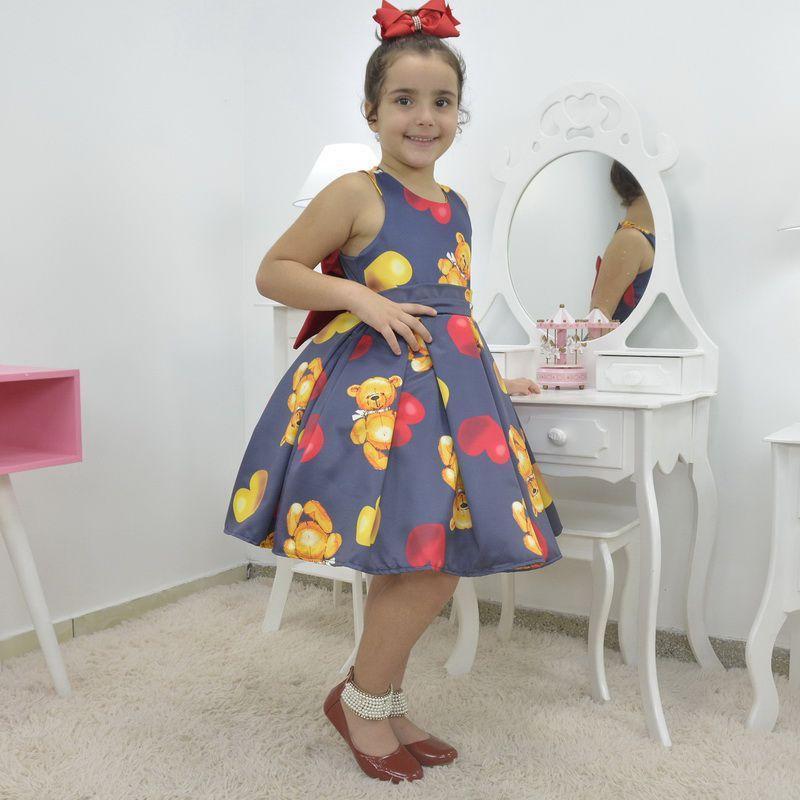 Vestido infantil Urso de Pelúcia com corações e laço na altura ombro