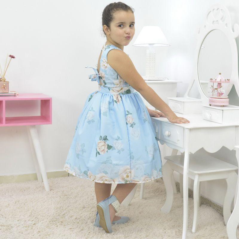 Vestido infantil floral azul com rosas brancas