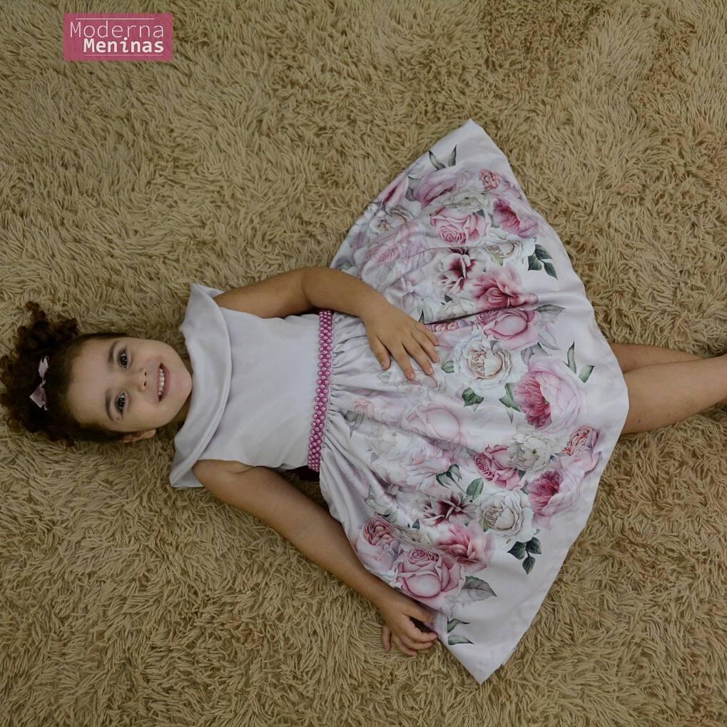 Vestido infantil floral com bordado em perolas e gola escafandro