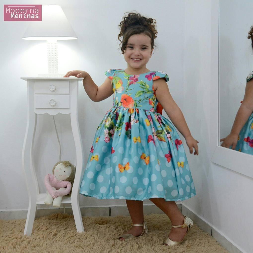 Vestido infantil floral com rosas e borboletas