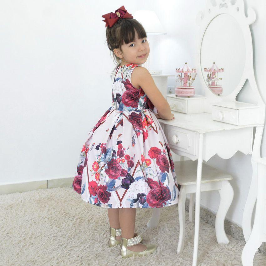 Vestido Infantil floral com rosas marsala e borboletas