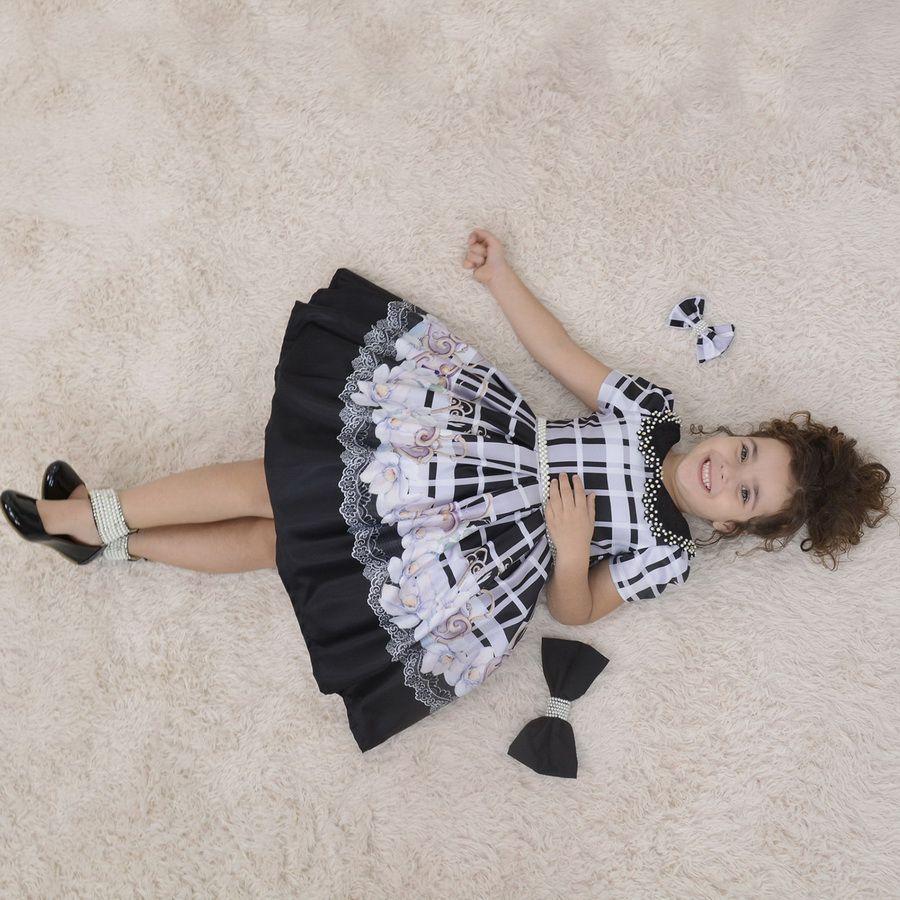 Vestido infantil floral preto com bordados em perolas