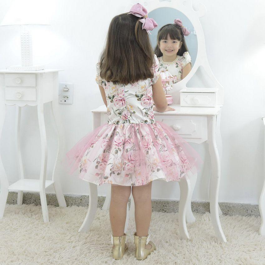 Vestido infantil Floral rosa com tule sobre a saia