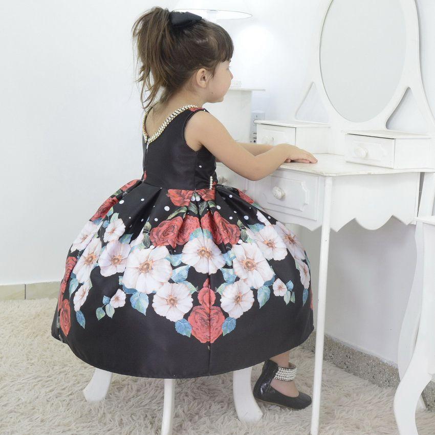 Vestido infantil preto com rosas vermelhas e bordado na gola