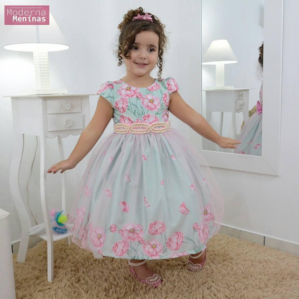 Vestido infantil floral jardim encantado com tule sobre a saia