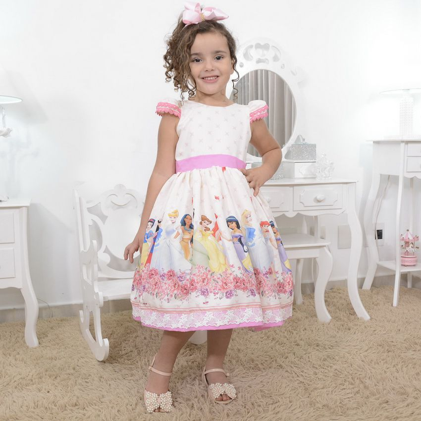 0cb310bed41165 Vestido infantil tema as princesas da disney com laço nas costas