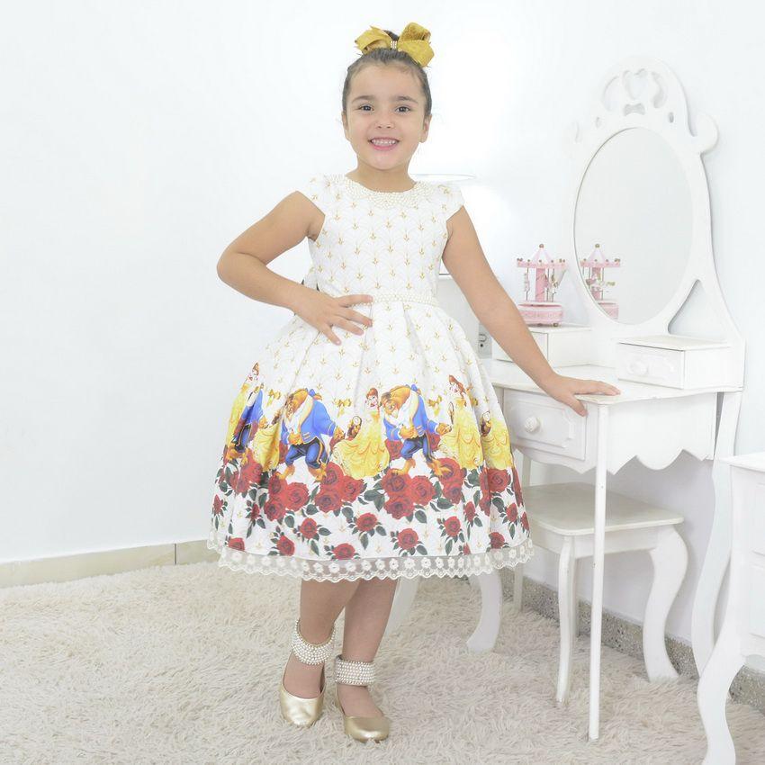 Vestido infantil tema Bela e a Fera com bordado em pérolas
