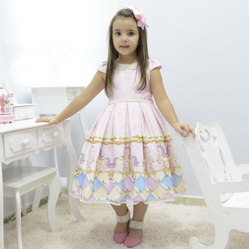 Vestido infantil tema carrossel com bordado em perolas