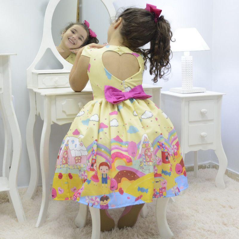 Vestido infantil tema João e Maria doces e pirulitos