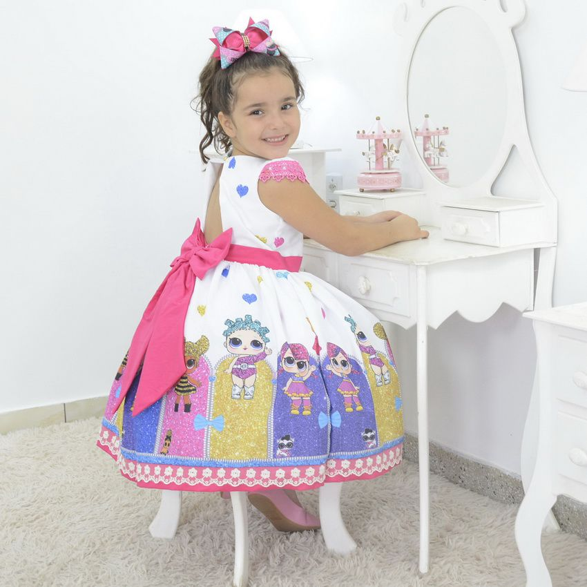Vestido infantil tema Lol Surprise com laço rosa