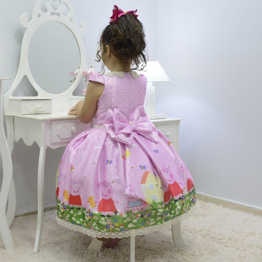 Vestido infantil tema Peppa Pig no jardim