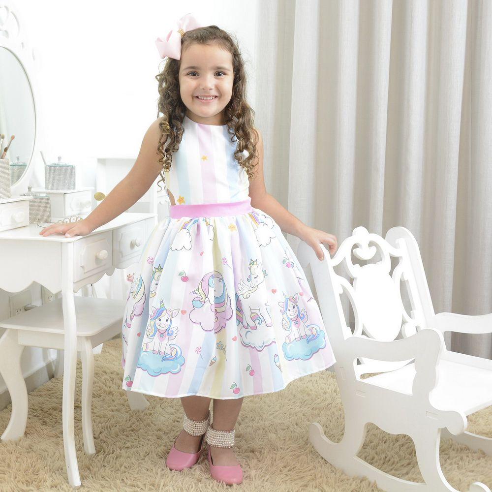 Vestido infantil tema unicórnio little com nuvens e arco-íris