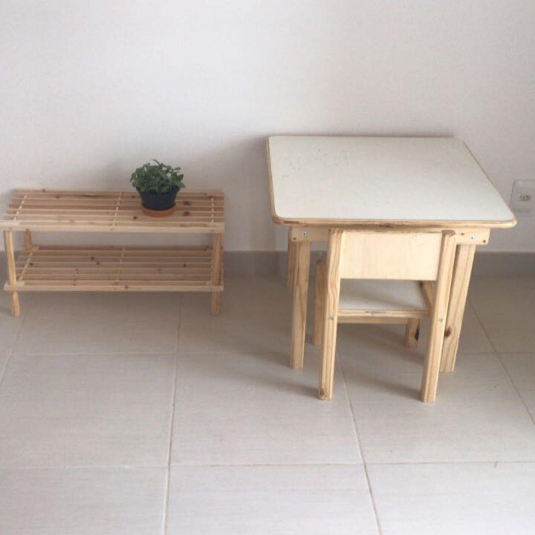 Joguinho Escolar Infantil (1 a 5 Anos) 2 cadeiras? Madeira Maciça de Pinus - Tampo de Compensado com laminado.