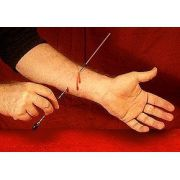 Needle Thru Arm + Sangue + Rubber Cemment - Agulha no braco