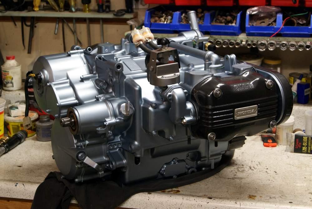 Tinta Spray Para Motor Titânio Prata Azulado Metálico 343°C - VHT  - PRO-1 Serious Performance