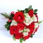 Buquê de 12 Rosas Vermelhas com Astromélias Brancas