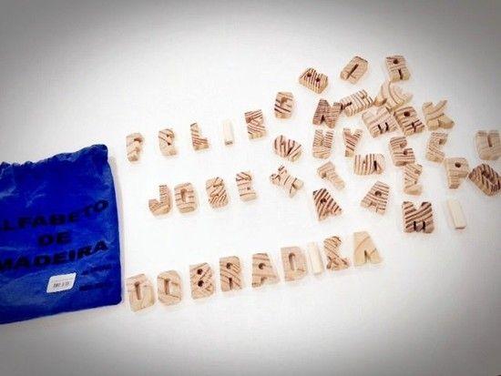 Alfabeto Móvel em Madeira Natural