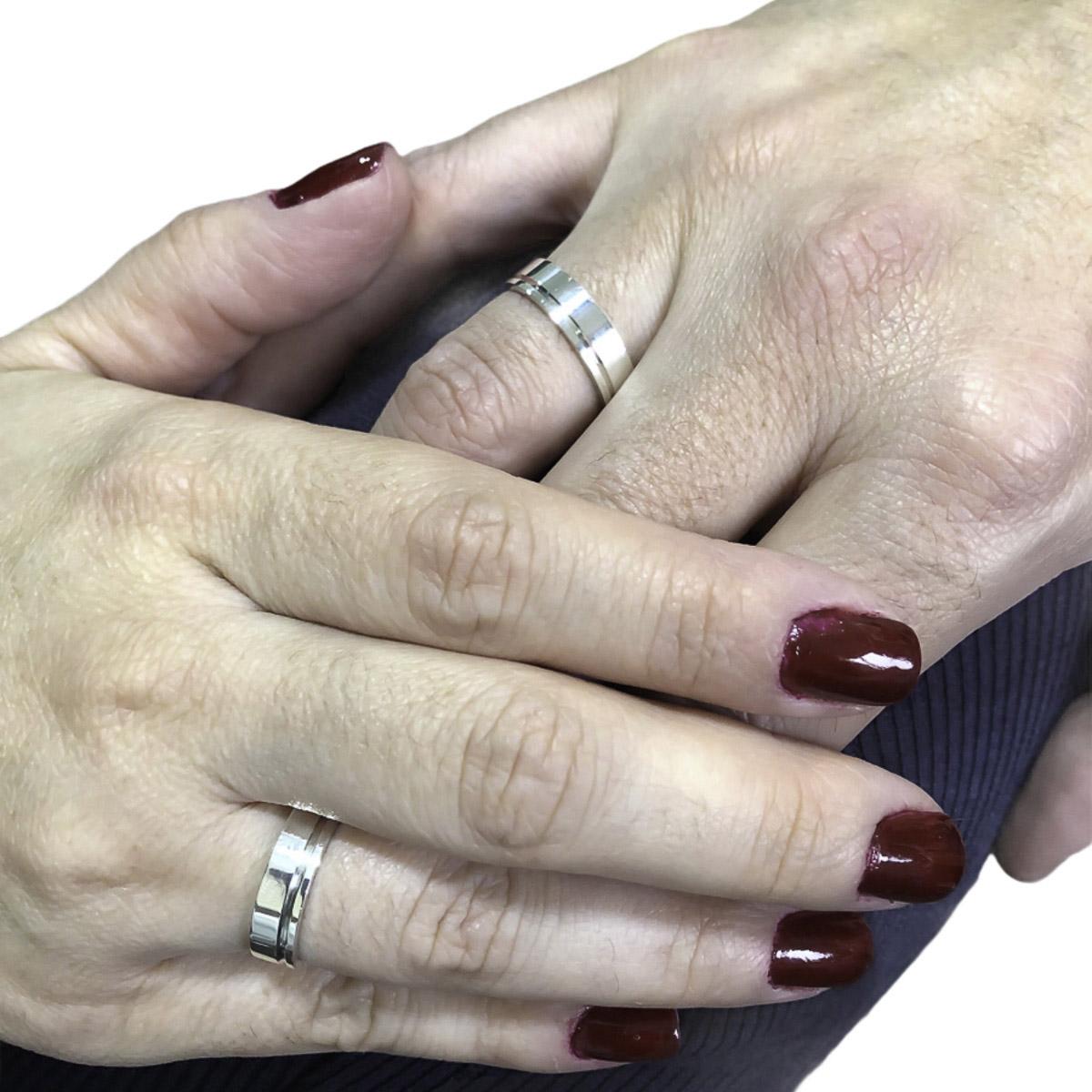 Aliança com friso em prata 925 pura de 5 mm