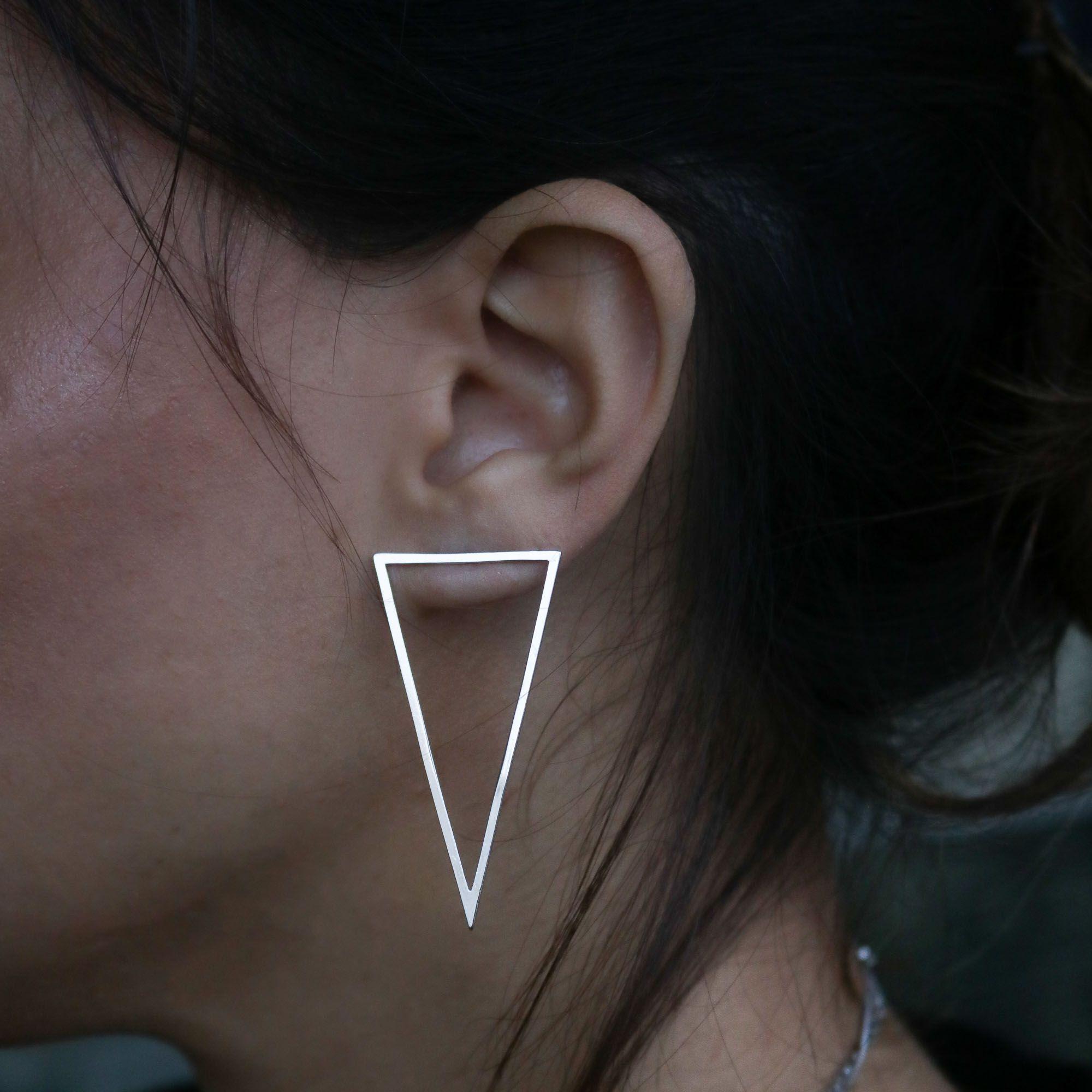 Brinco Semi joia triângulo vazado estilo minimalista  a ouro 18k ou rhodium