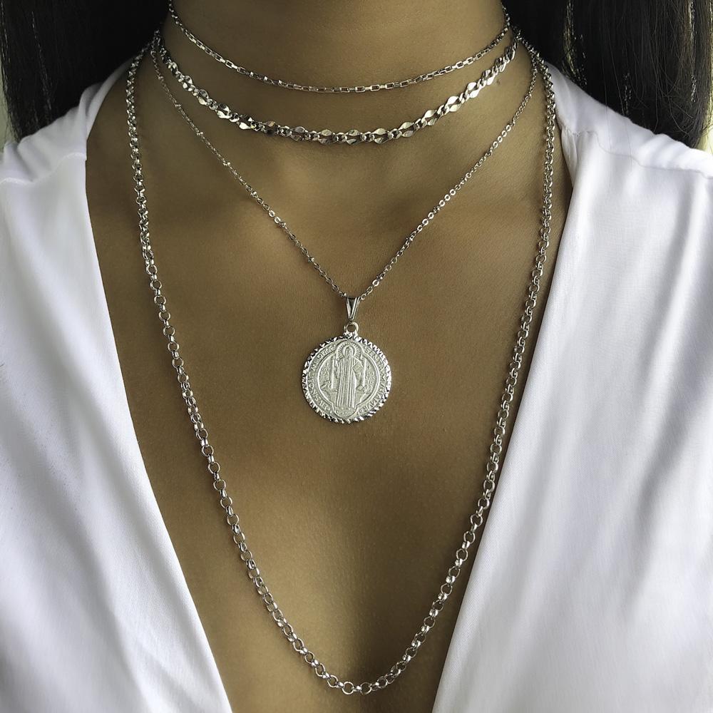 Colar folheado semijoia Medalha de São Bento Diamantada