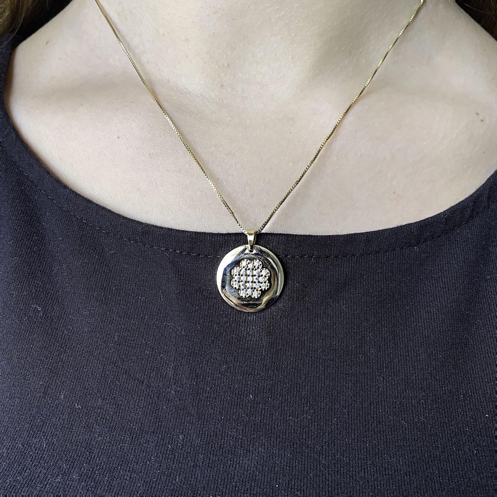 Colar Mandala folheado semijoia cravejado em zirconia Trevo