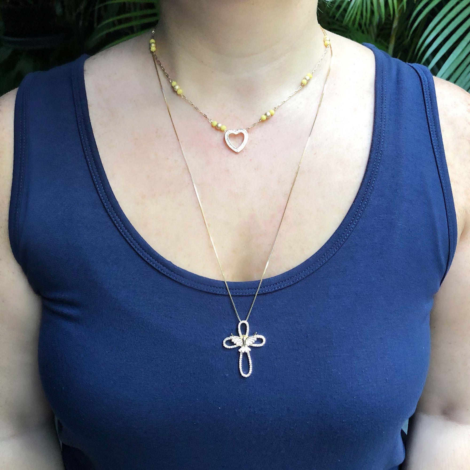 Colar semijoia Crucifixo com Espírito Santo cravejado