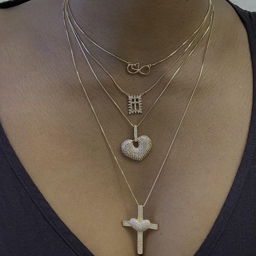 Colar semijoia cravejada e folheada Medalha de crucifixo