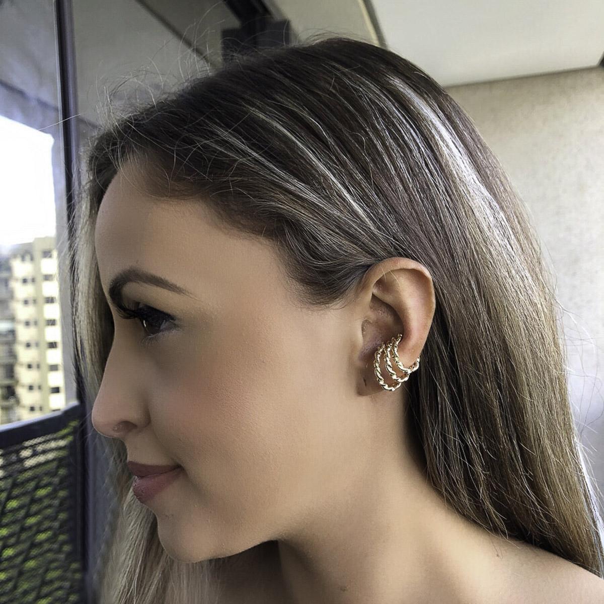 Ear hook semijoia folheado ouro 18k ou ródio design torcido