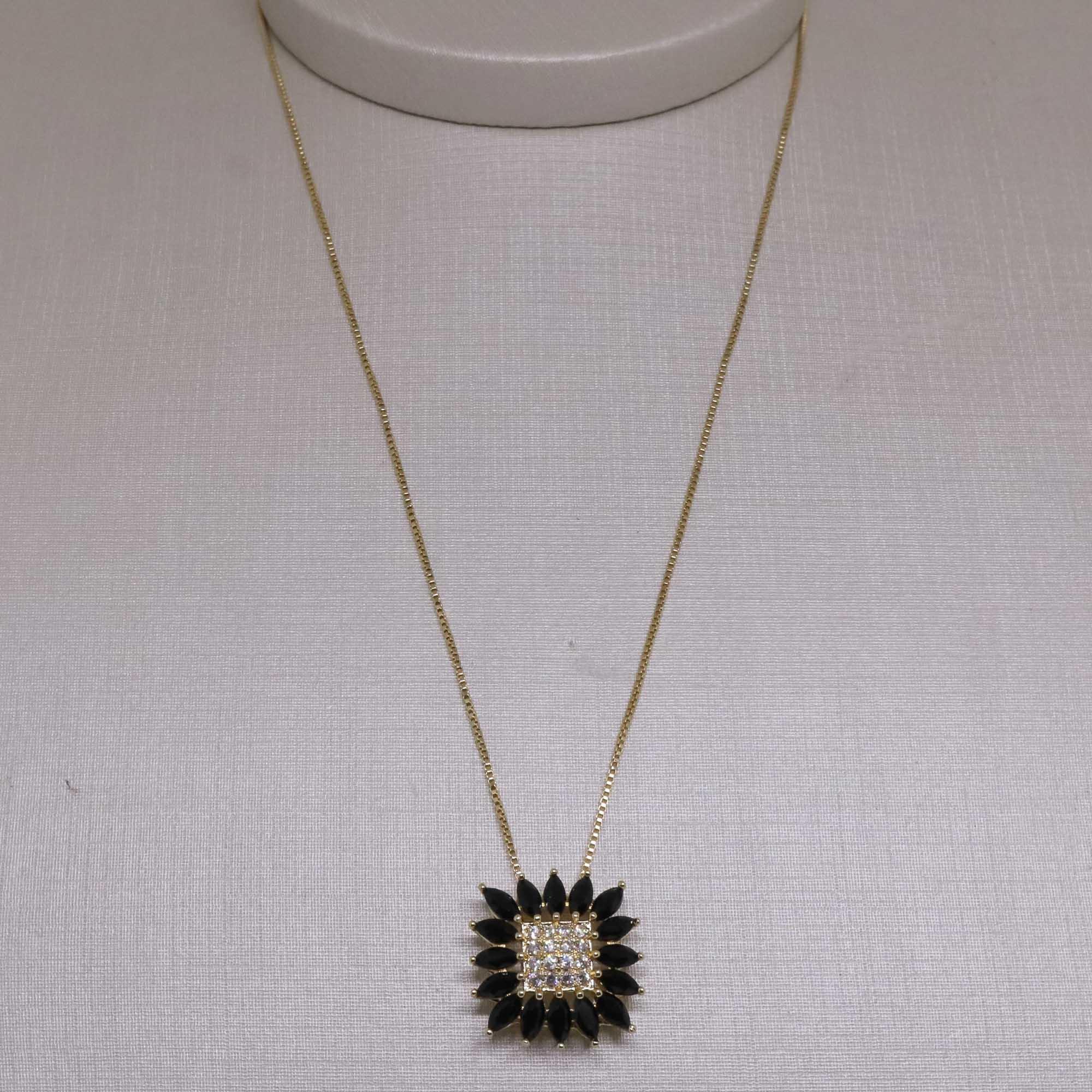Gargantilha quadradinho com Navettes banhada a ouro 18k ou rhodium