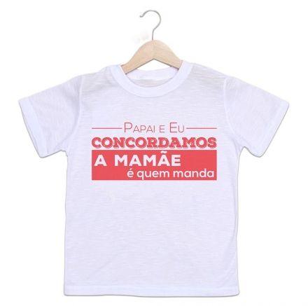 Camisetas Infantil Papai e Eu Concordamos A Mamãe é Quem Manda